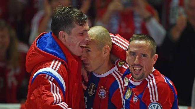 Arjen Robben (m.) und Franck Ribéry (r.) hatten maßgeblichen Anteil am Erfolg des FC Bayern