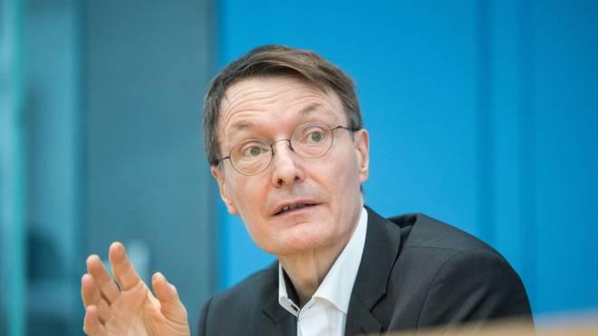 Lauterbach spricht sich gegen derzeitige EM-Planung aus