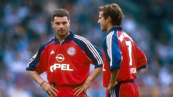 Ciriaco Sforza (li.) und Mehmet Scholl (beide Bayern) im Gespräch