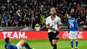 Mario Götze bejubelt seinen Treffer zum 2:0 gegen Italien