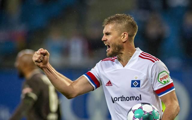 Simon Terodde nach seinem Tor im Stadtderby gegen den FC St. Pauli