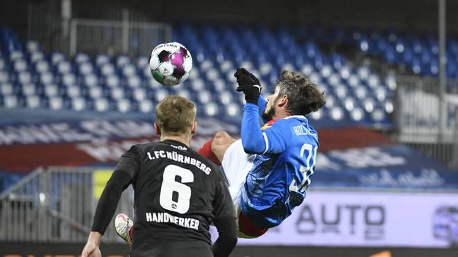 Fin Bartels (r.) traf im Hinspiel zum 1:0 für Holstein Kiel