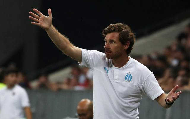 """Marseille's Portuguese coach Andre Villas-Boas gestures on the sideline during the French L1 football match between OGC Nice and Olympique de Marseille (OM) on August 28, 2019 at the """"Allianz Riviera"""" stadium in Nice, southeastern France. (Photo by VALERY HACHE / AFP)        (Photo credit should read VALERY HACHE/AFP via Getty Images)"""