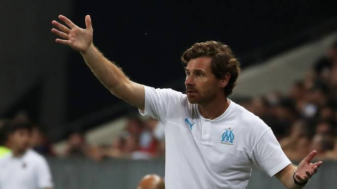 "Marseille's Portuguese coach Andre Villas-Boas gestures on the sideline during the French L1 football match between OGC Nice and Olympique de Marseille (OM) on August 28, 2019 at the ""Allianz Riviera"" stadium in Nice, southeastern France. (Photo by VALERY HACHE / AFP)        (Photo credit should read VALERY HACHE/AFP via Getty Images)"