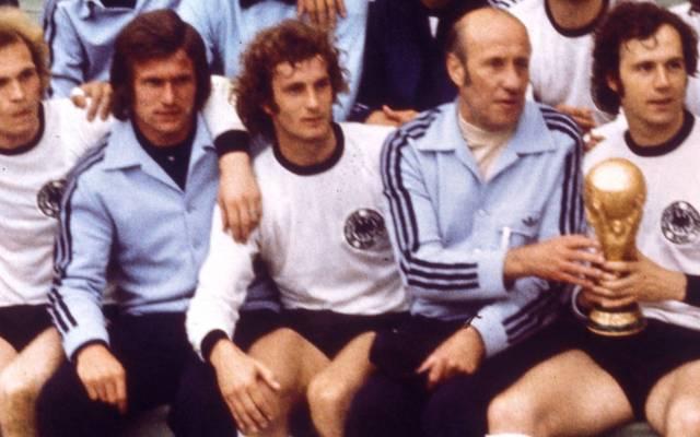 Weltmeister 1974: Uli Hoeneß, Jupp Heynckes, Rainer Bonhof, Trainer Helmut Schön, Franz Beckenbauer (v.l.)