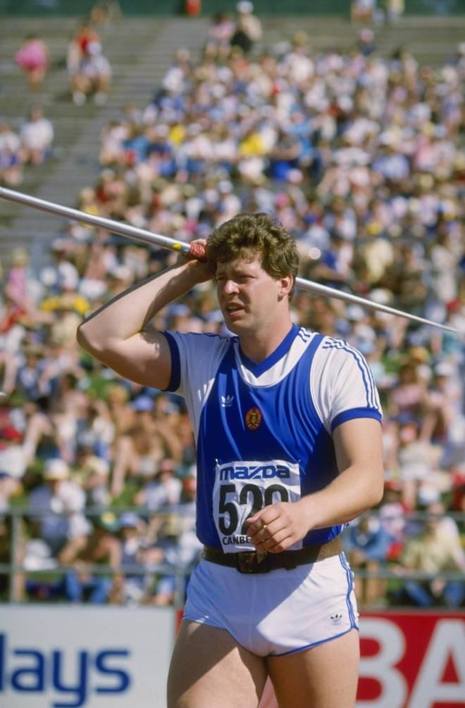 Uwe Hohn warf mit dem alten Speer die bis heute gültige Bestmarke von 104,80 Metern