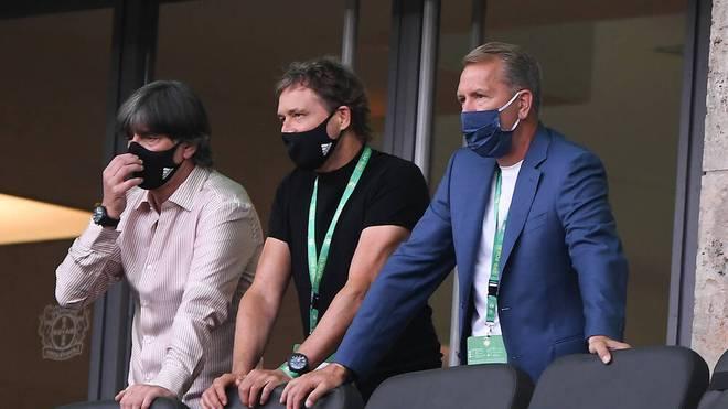 Bundestrainer Joachim Löw (l.) sah zuletzt das Pokalfinale 2020 im Stadion