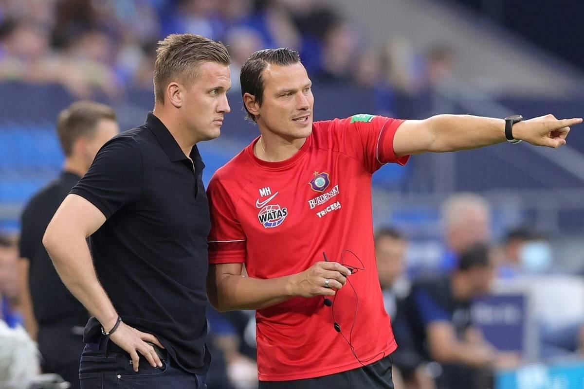 Der kriselnde Fußball-Zweitligist Erzgebirge Aue will mit einem Trainerduo in die Erfolgsspur zurückfinden.