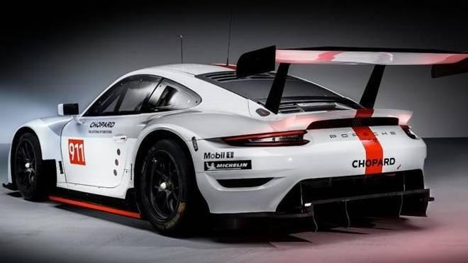 Der neue Porsche 911 RSR kommt mit neuem Auspuff daher