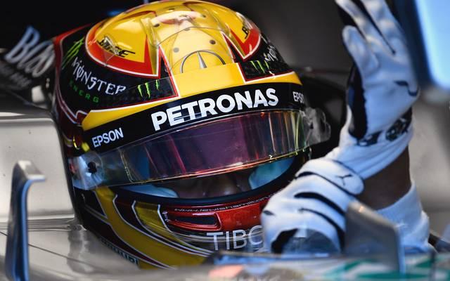 Die Handschuhe von Lewis Hamilton werden in der nächsten Saison mit Sensoren ausgestattet