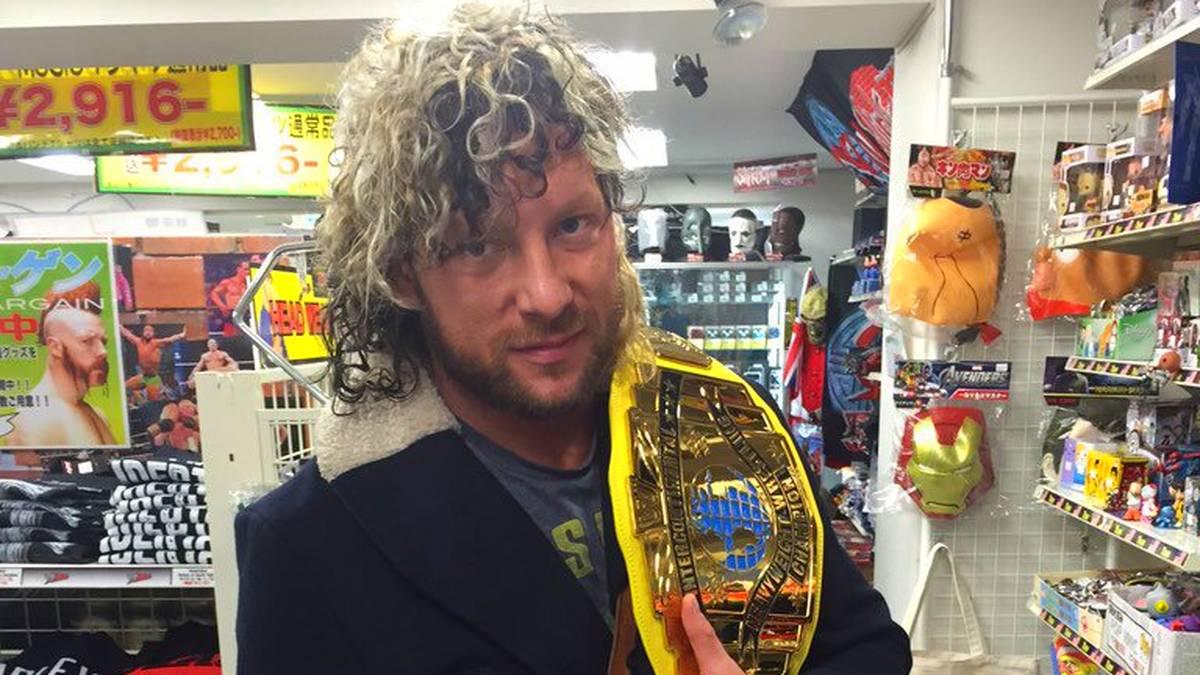 Trägt WWE-Gürtel aktuell nur in japanischen Spielzeugläden: Kenny Omega