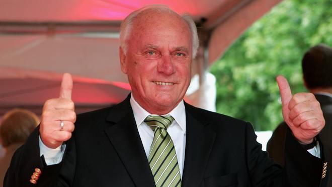 Lattek Daumen hoch Udo Lattek hat die Bundesliga geprägt, wie kaum ein anderer Trainer