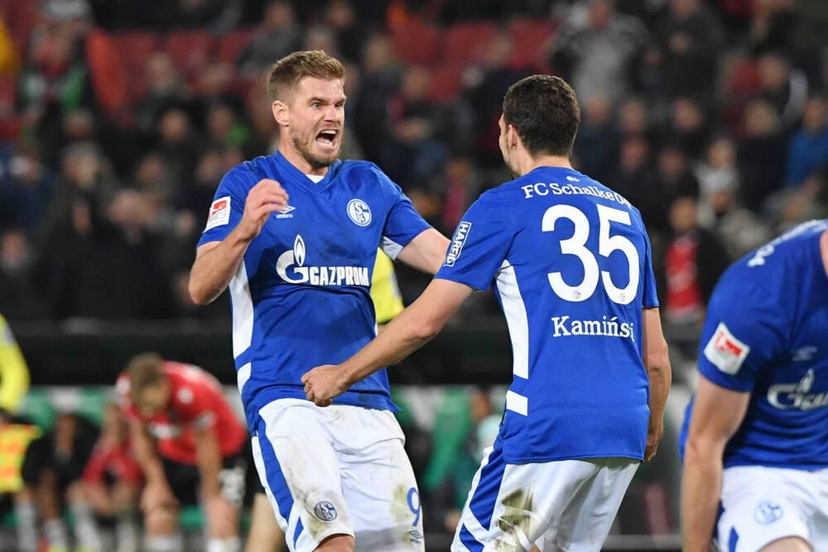 Simon Terodde bleibt dem FC Schalke aller Voraussicht nach auch über die aktuelle Saison hinaus erhalten. Eine Vertragsklausel macht es möglich.