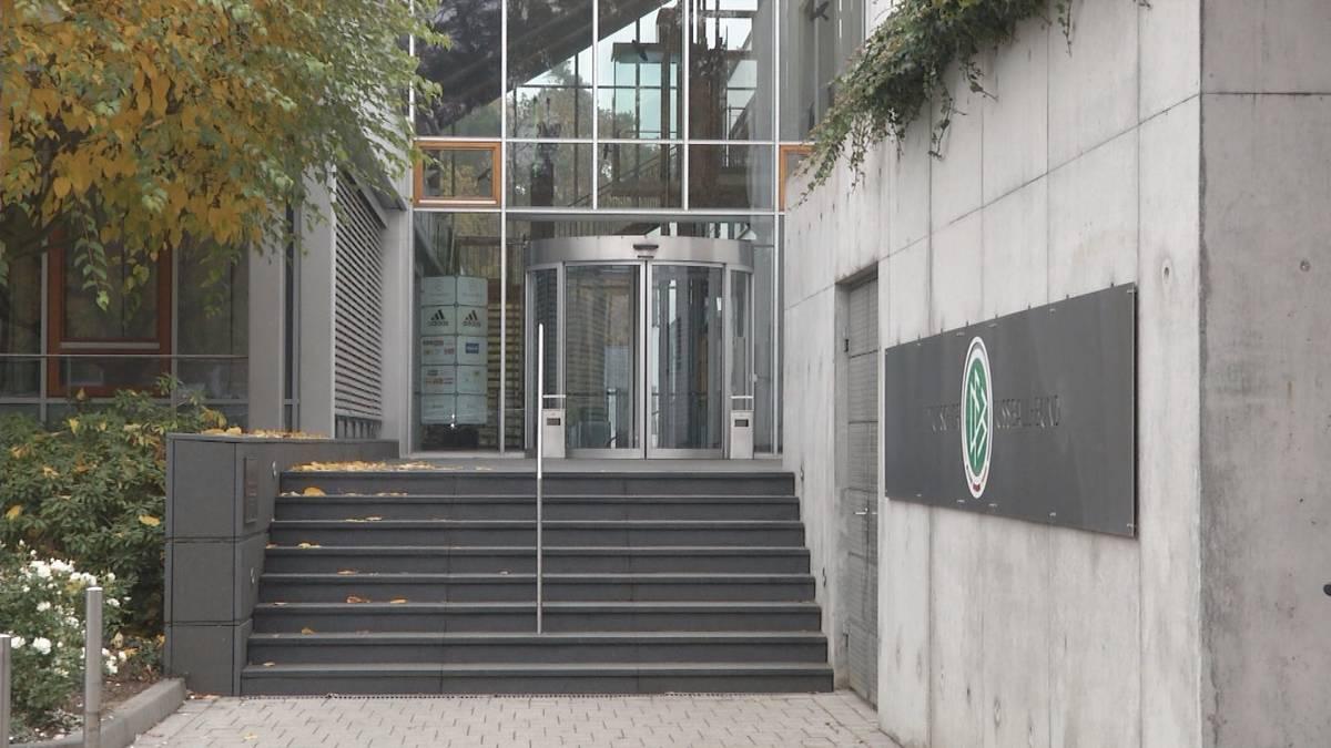 Die Frankfurter Staatsanwaltschaft hat am Mittwoch unter anderem die Geschäftsräume des DFB sowie Privatwohnungen von aktuellen und ehemaligen DFB-Verantwortlichen durchsuchen lassen. Grund ist der Verdacht auf Steuerhinterziehung.