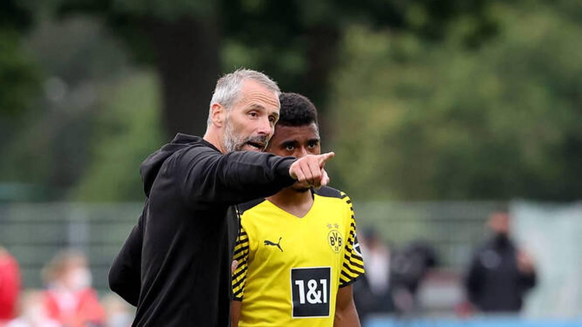 Borussia Dortmund um Neucoach Marco Rose (l., hier mit Ansgar Knauff) erlebte im Testspiel beim FC Gießen einen Sieg