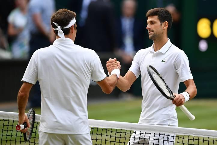 Novak Djokovic (r.) ist der König von Wimbledon! In einem Finale, das in die Geschichte eingehen wird, besiegt der Serbe Rasenkönig Roger Federer im neu eingeführten Tie-Break des fünften Satzes