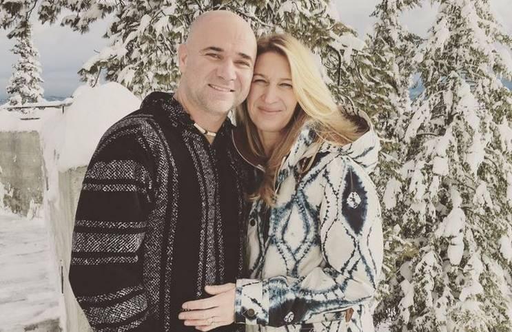 Weiße Weihnachten sind in Deutschland dieses Jahr Fehlanzeige. Bei Andre Agassi und Steffi Graf sieht es dagegen deutlich mehr nach Winter-Wunderwelt aus. SPORT1 zeigt, welche Sportler im Weihnachtsfieber sind