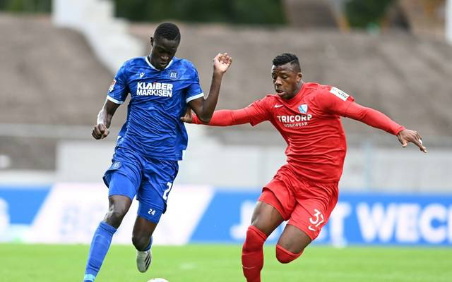 Babacar Gueye (l.) hat sich im Senegal mit Corona infiziert