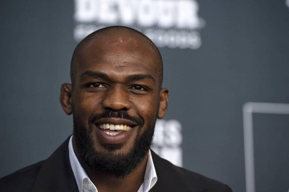 Jon Jones wird mit einem seiner Fights in die UFC Hall of Fame aufgenommen. Kurz darauf wird er von der Polizei in Las Vegas verhaftet.