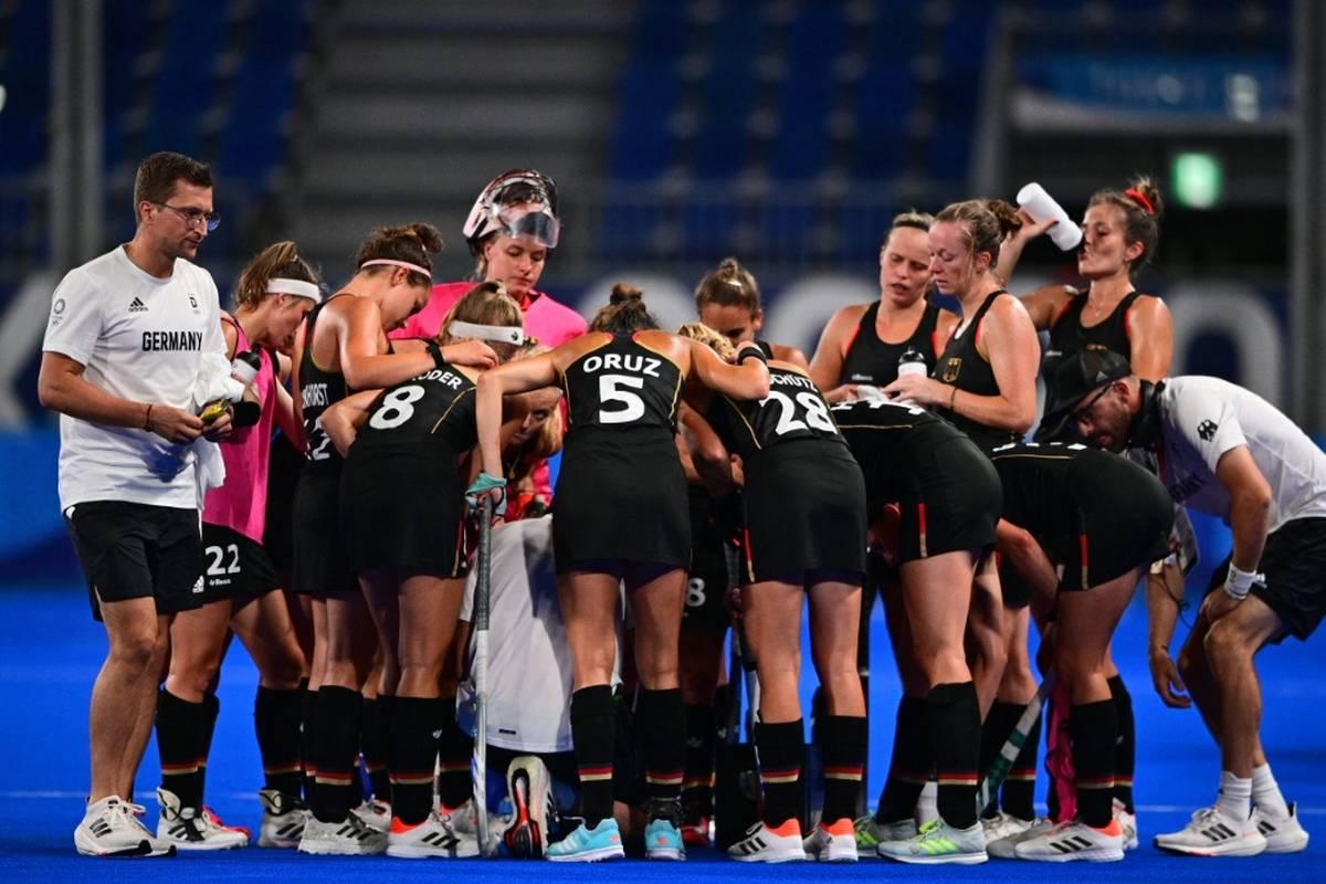 Die deutschen Hockey-Frauen kassieren zum Auftakt der neuen Pro-League-Saison eine Niederlage. Auch die Auswahl der Herren geht als Verlierer vom Feld.