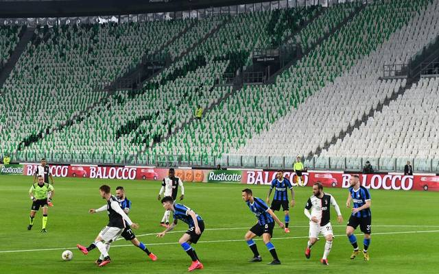 TOPSHOT - Inter Milan and Juventus players compete in an empty stadium due to the novel coronavirus outbreak during the Italian Serie A football match Juventus vs Inter Milan, at the Juventus stadium in Turin on March 8, 2020. (Photo by Vincenzo PINTO / AFP) (Photo by VINCENZO PINTO/AFP via Getty Images)