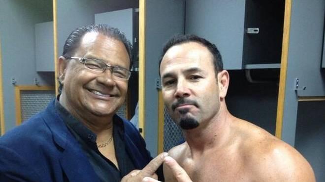 Chavo Guerrero Sr. (l.) war der Vater des früheren WWE-Stars Chavo Guerrero (r.)