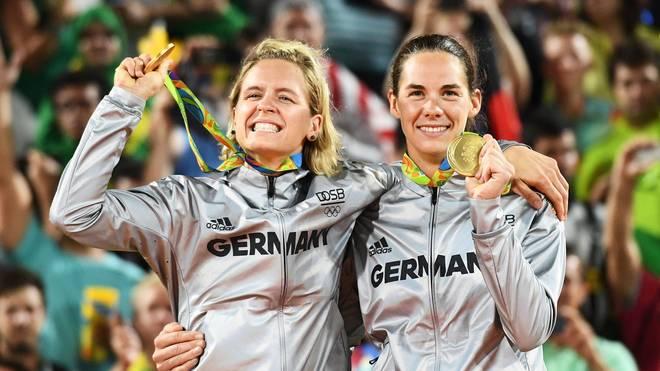 Laura Ludwig (l.) und Kira Walkenhorst gewannen 2016 Olympia-Gold