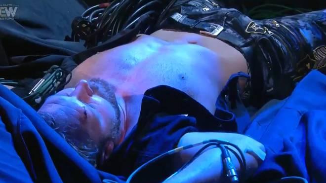 Jon Moxley wurde bei seinem Einmarsch vom Inner Circle attackiert