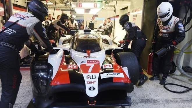 Erst Bestzeit, dann Unfall: Toyota übernachtet in Le Mans an der Spitze