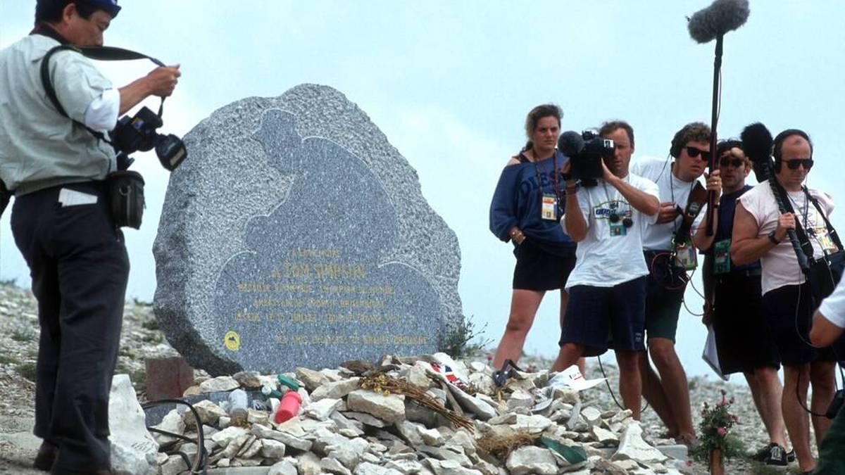 An Tom Simpson erinnert heute ein Denkmal am Mont Ventoux