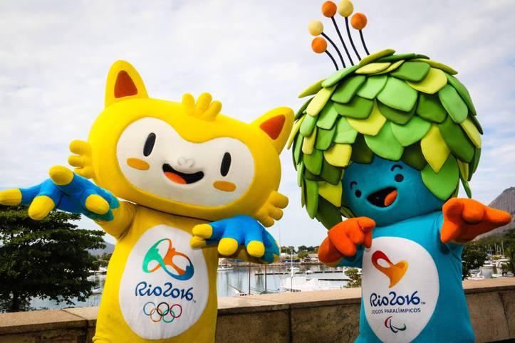 Die Vorfreude auf die Olympischen Spiele 2016 steigt - nicht nur bei den Maskottchen Vinicius (l.) und Tom, die im Flamengo Park von Rio de Janeiro ein begehrtes Foto-Objekt sind. Doch hier und da gibt es noch etwas zu tun, noch sind nicht alle Sportstätten für die Olympioniken bereit. SPORT1 stellt die Austragungsorte der Spiele vor