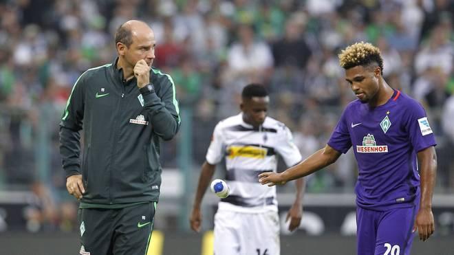 Trainer Viktor Skripnik (l.) steht mit Werder Bremen am Tabellenende