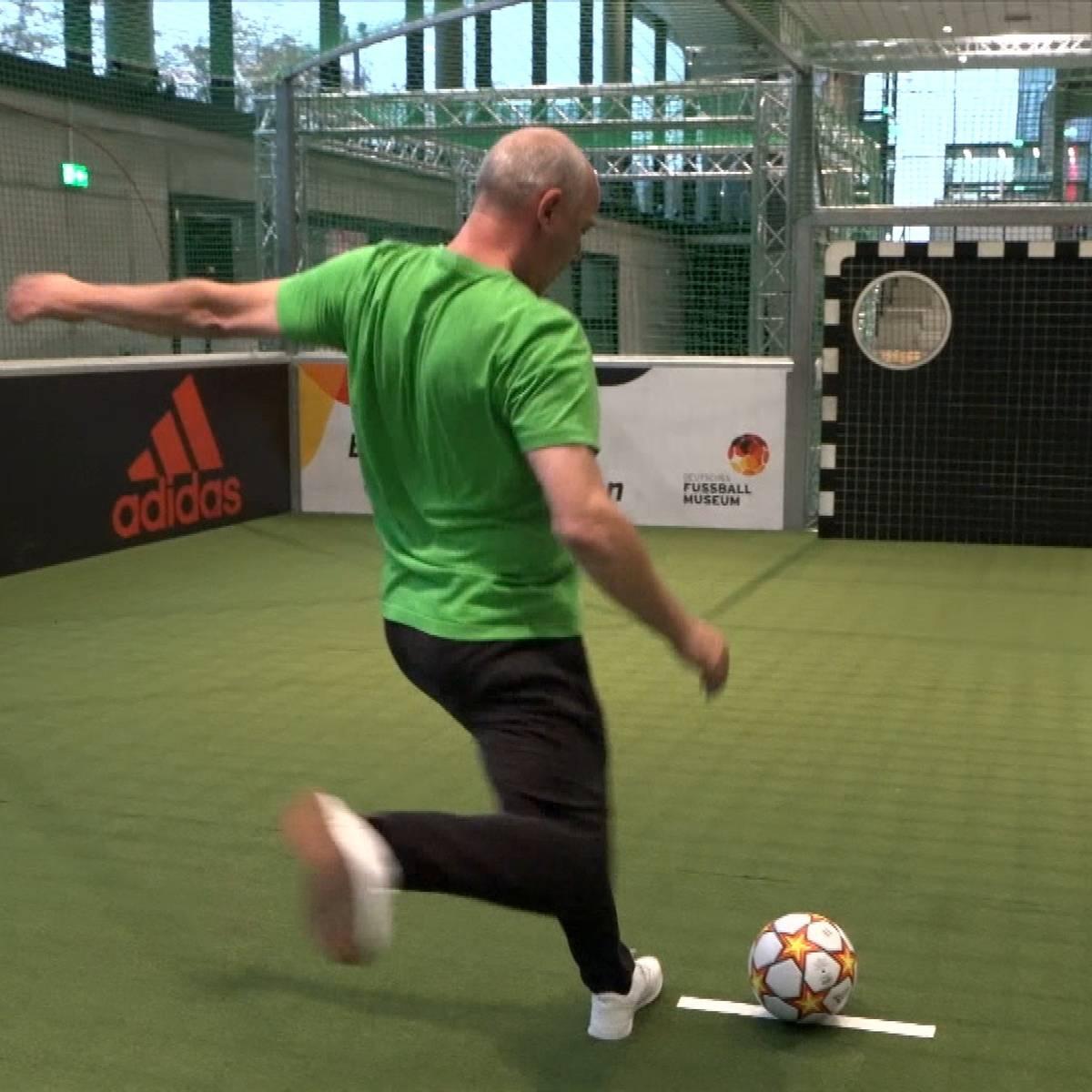 Torwandschießen mit Basler im Deutschen Fußballmuseum