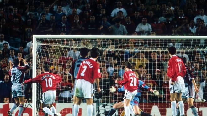 Teddy Sheringham (2.v.li., ManU) erzielt den 1:1 Ausgleichstreffer im Finale der Champions League 1999 gegen den FC Bayern