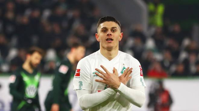 WOLFSBURG, GERMANY - DECEMBER 01:  Milot Rashica of SV Werder Bremen celebrates as he scores his team's first goal from a penalty during the Bundesliga match between VfL Wolfsburg and SV Werder Bremen at Volkswagen Arena on December 01, 2019 in Wolfsburg, Germany. (Photo by Martin Rose/Bongarts/Getty Images)