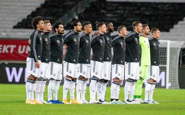 Hier war die anfängliche Unordnung beseitigt: Die DFB-Startelf, bei der Hymne