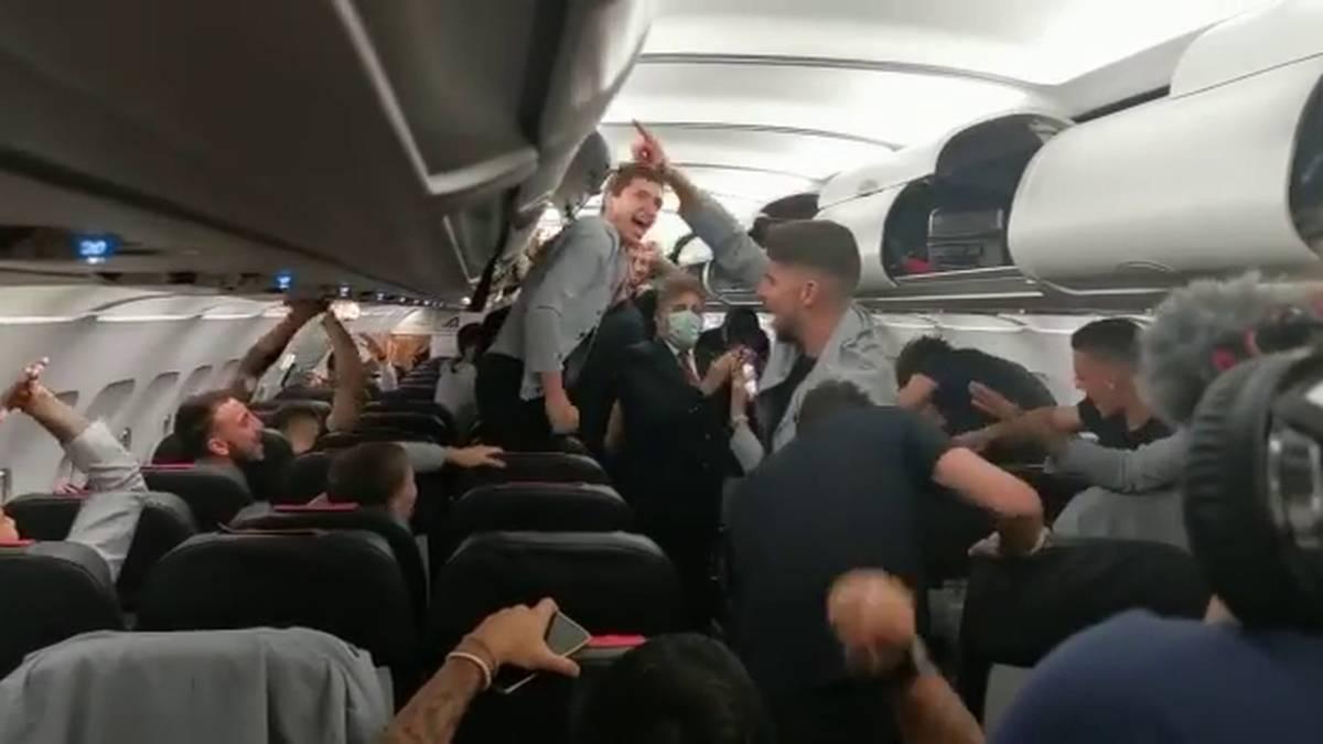 Flugzeug-Party: Italien feiert verletzten Spinazzola