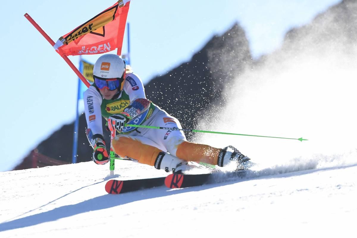 """Ski-Star und Gesamtweltcupsiegerin Petra Vlhova erhebt in ihrer Biografie schwere Vorwürfe gegen ihren Ex-Trainer. Die Zusammenarbeit sei ein """"Massaker"""" gewesen."""