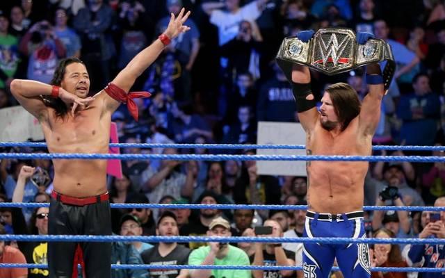 AJ Styles (r.) ist vor dem WrestleMania-Match gegen Shinsuke Nakamura nicht richtig fit