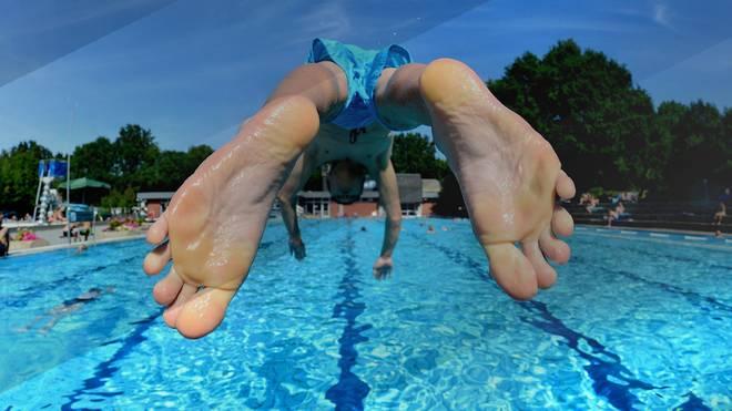 Schwimmen im Sommer kühlt nicht nur ab, sondern ist auch ein super Ganzkörpertraining