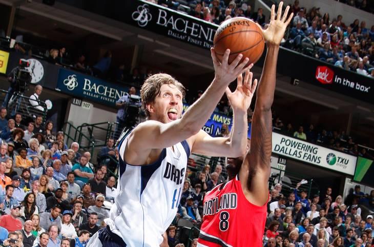 Dirk Nowitzki ist auch mit 37 nicht zu stoppen. Der deutsche Superstar der Dallas Mavericks schenkt den Portland Trail Blazers 40 Punkte ein. Er ist erst der vierte Spieler, dem dieses Kunststück mit 37 Jahren gelingt. SPORT1 zeigt Nowitzkis Scoring-Sternstunden