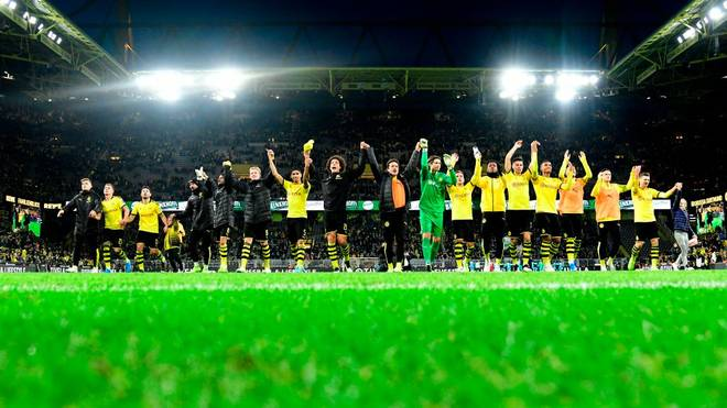 Dortmund's players cheer their fans as they celebrate the 3-0 victory after the German first division Bundesliga football match between Borussia Dortmund and VfL Wolfsburg on November 2, 2019 in Dortmund, western Germany. (Photo by INA FASSBENDER / AFP) / DFL REGULATIONS PROHIBIT ANY USE OF PHOTOGRAPHS AS IMAGE SEQUENCES AND/OR QUASI-VIDEO (Photo by INA FASSBENDER/AFP via Getty Images)
