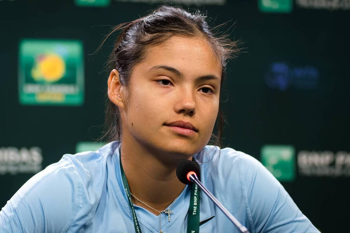 US-Open-Siegerin Emma Raducanu ist auf der Suche nach einem neuen Coach. Dabei greift der Tennis-Shootingstar sogar zu ungewöhnlichen Maßnahmen.