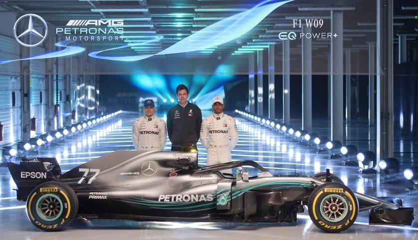 So sieht der Mercedes-Renner 2018 aus: Bei den Formel-1-Ästheten kommt dieser jedoch nur mäßig an. Besonders der Cockpitschutz Halo ist umstritten bei Fahrern und Fans, für Red-Bull-Pilot Max Verstappen ist er schlichtweg hässlich
