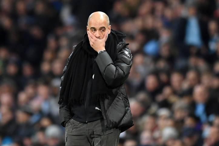 Ein Bild, das Bände spricht. Die 1:2-Niederlage gegen Manchester United im Derby wirft Trainer Pep Guardiola und Manchester United im Kampf um die Meisterschaft weiter zurück. 14 Punkte liegt der Titelverteidiger bereits hinter Liverpool zurück