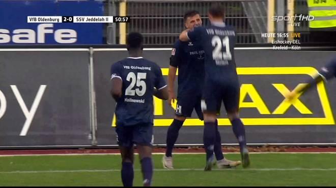 Enis Bytyqi vom VfB Oldenburg lässt sich für sein Traumtor feiern