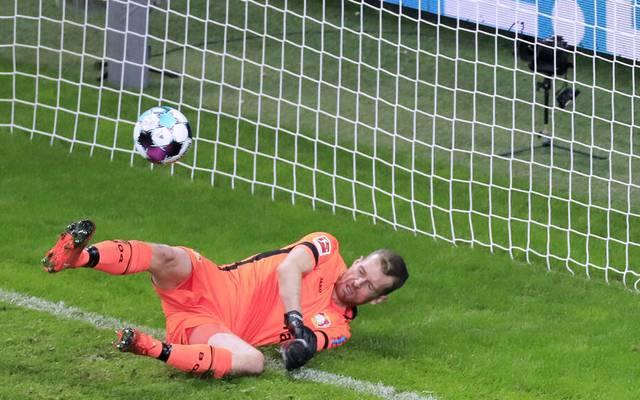 Lukas Hradecky fing sich ein Bielefeld in kurioses Eigentor