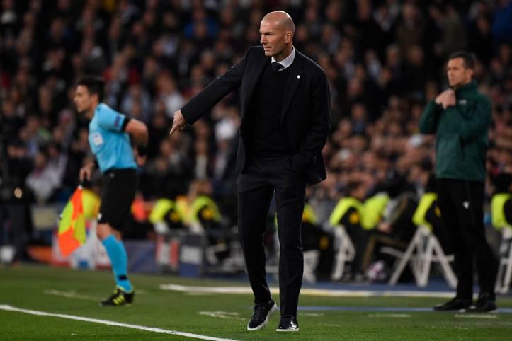 """Zinedine Zidane zeigt in dieser Saison, dass er keine Rücksicht auf die Stars nimmt. Nahezu jeder Spieler saß bereits auf der Bank, die Verjüngungskur wird allmählich eingeläutet.  Den Trend hin zur Jugend begrüßen auch die Real-Anhänger in einer """"Marca""""-Umfrage."""
