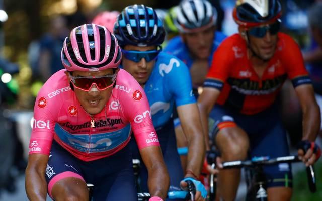 Richard Carapaz (v.) steht kurz vor dem Gesamtsieg beim Giro d'Italia