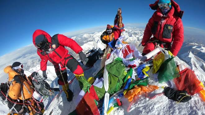 NEPAL-MOUNTAINEERING-EVEREST Auf dem Dach der Welt kommt es durch zu viele Touristen immer öfter zu Stau in der Todeszone